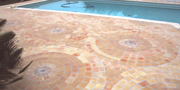 Rosace carrelage de piscine en terre cuite fabrication for Colle carreaux piscine